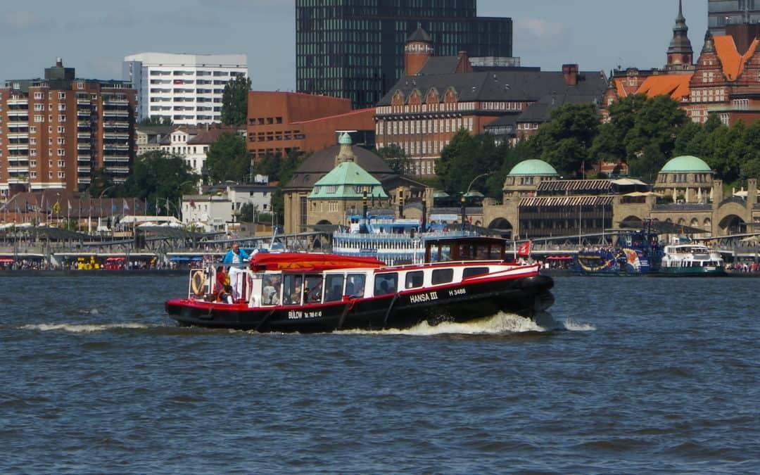 Wie vor 100 Jahren: Barkassenfahrten zwischen Hamburgs und Harburgs Landungsbrücken